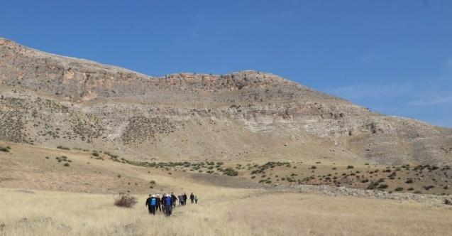 Siirt'te 3 bin 500 yıllık tarihi Akabe yolunda doğa yürüyüşü yapıldı