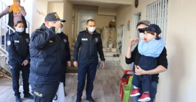 Polisliğe olan sevgisini CİMER'den anlatan küçük Mert'e polislerden pastalı sürpriz
