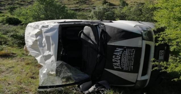 Malatya'da minibüs şarampole yuvarlandı: 2 yaralı