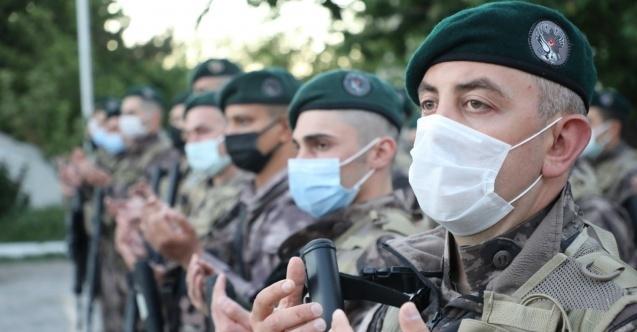 Özel Harekât polisleri dualar eşliğinde 'Fırat Kalkanı' harekât bölgesine uğurlandı