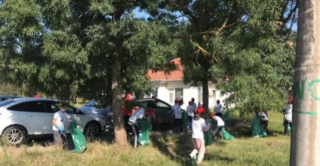 Minik öğrenciler ve ilçe protokolü tonlarca çöp topladı