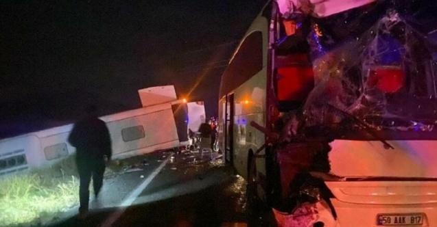 Öğrencileri taşıyan iki otobüs çarpıştı! Çok sayıda yaralı var